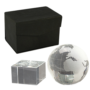 """Mini Trofeo de Cristal modelo """"World"""". Presentación en caja de cartón forrado negro."""
