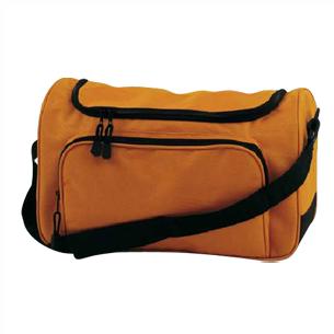 "Bolso Deportivo pequeño modelo ""Yamato"", ideal para viajes, como Bolso de Mano, por su práctico tamaño compacto, en tela Poliéster 600D."