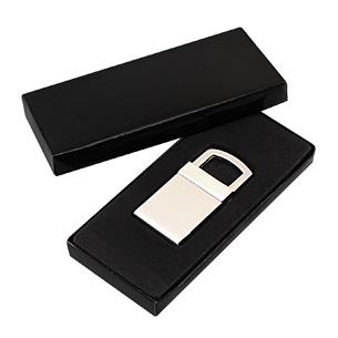 "Llavero Metálico modelo ""Lock"". Presentación en estuche laminado negro con cuna aterciopelada."
