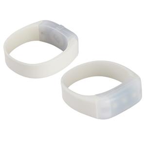 Pulsera de Silicona blanca, con 3 luces LED blancas. Función luminosa fija y estroboscópica. Ideal para deportistas. Presentación en cajita de cartulina blanca.