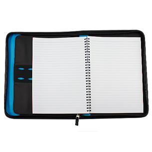 """Para el Ejecutivo de hoy. Deluxe Portafolio modelo """"President"""" con Bolso Porta-Tablet removible. Incluye Cuaderno de 50 hojas lineadas, compartimentos para tarjetas, bolígrafo, documentos y celular. Cierre cremallera. Material PU + Polyester 1680D."""